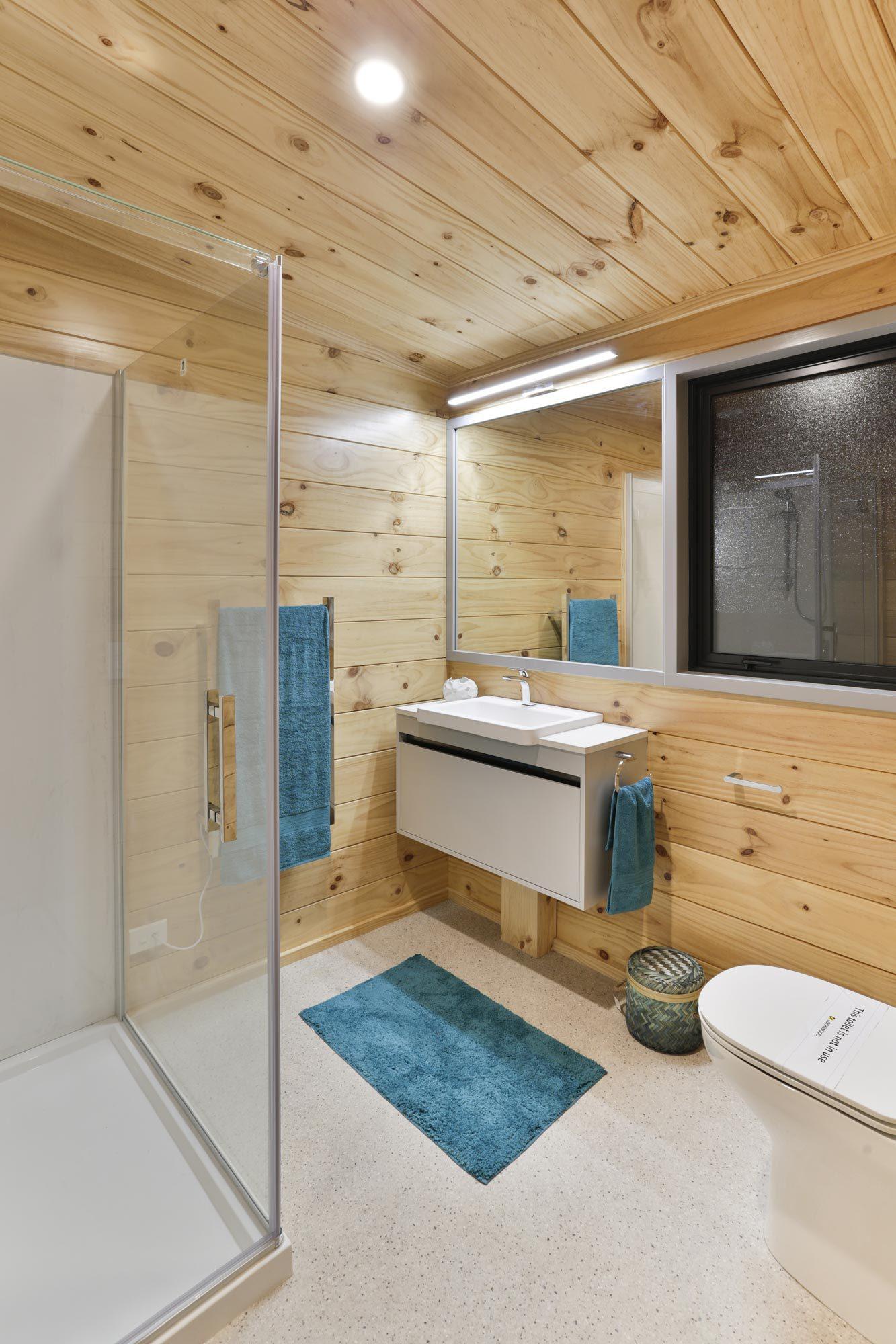 Lockwood ReadyBuilt Lakeview Home Bathroom
