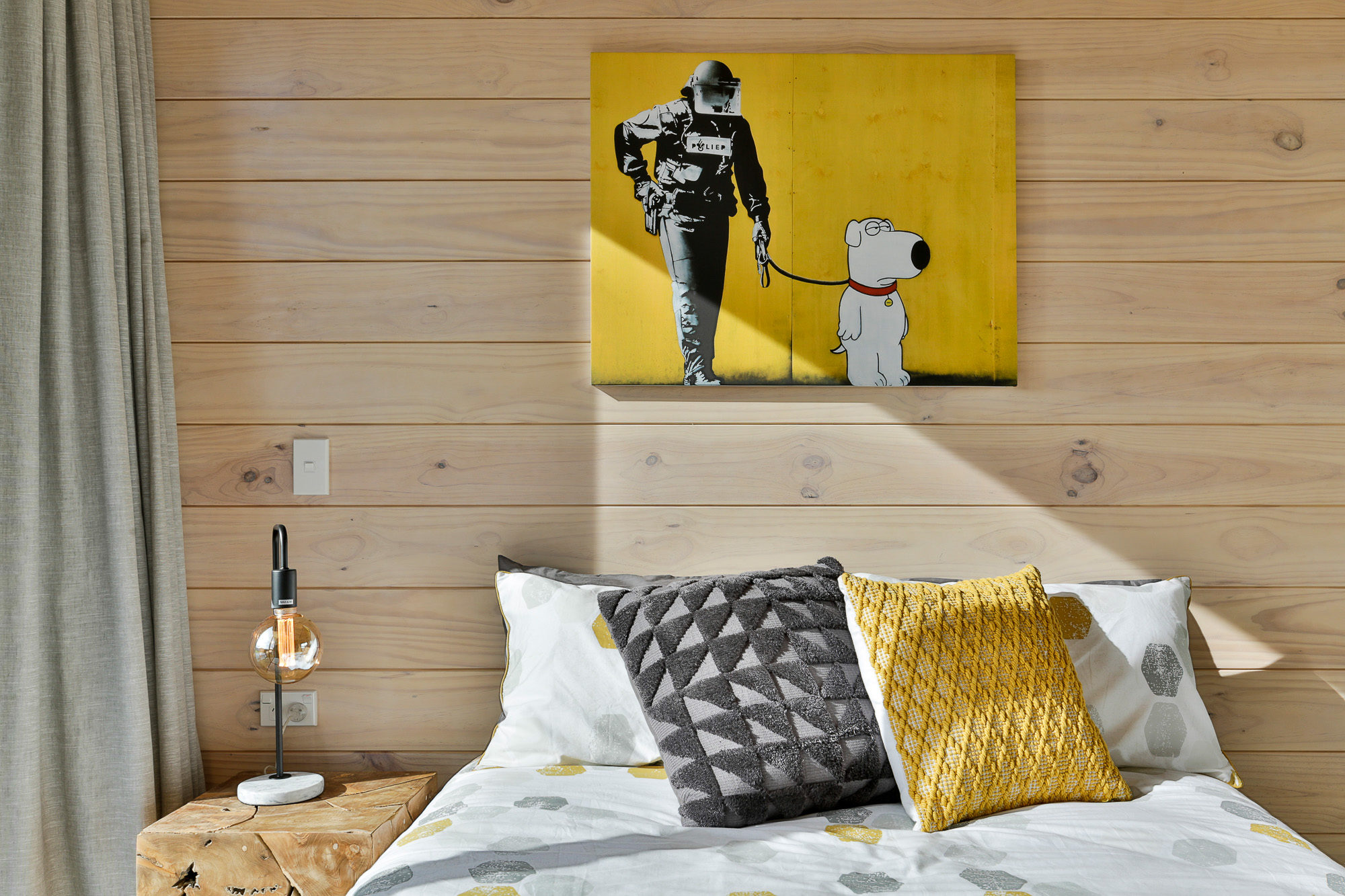 Fun banksy picutre in Lockwood bedroom